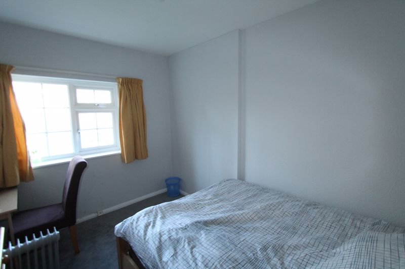 3 bedroom end terrace house For Sale in Sutton - Photo 4.