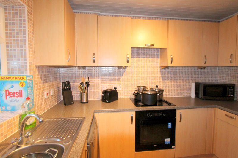3 bedroom end terrace house For Sale in Sutton - Photo 7.