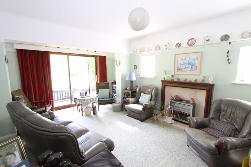 4 bedroom detached house Under Offer in Sutton - Photo 2.