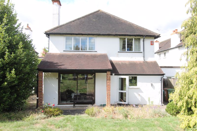 4 bedroom detached house Under Offer in Sutton - Photo 8.