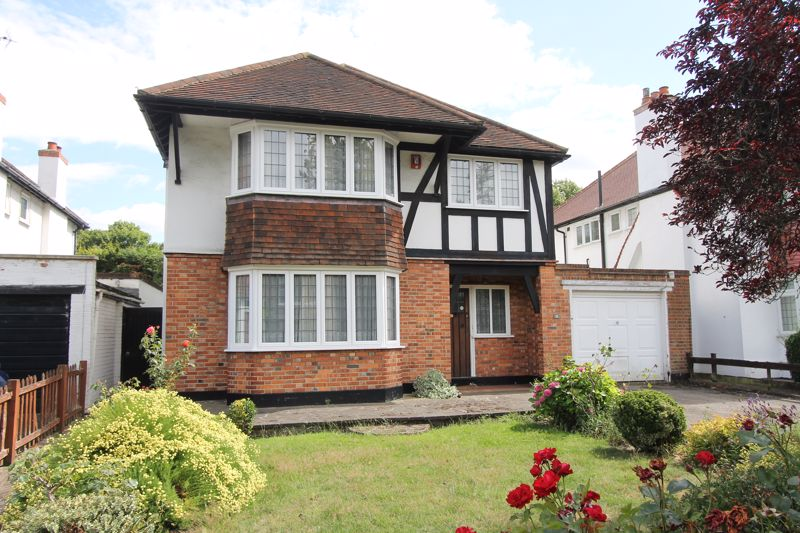 4 bedroom detached house Under Offer in Sutton - Photo 9.