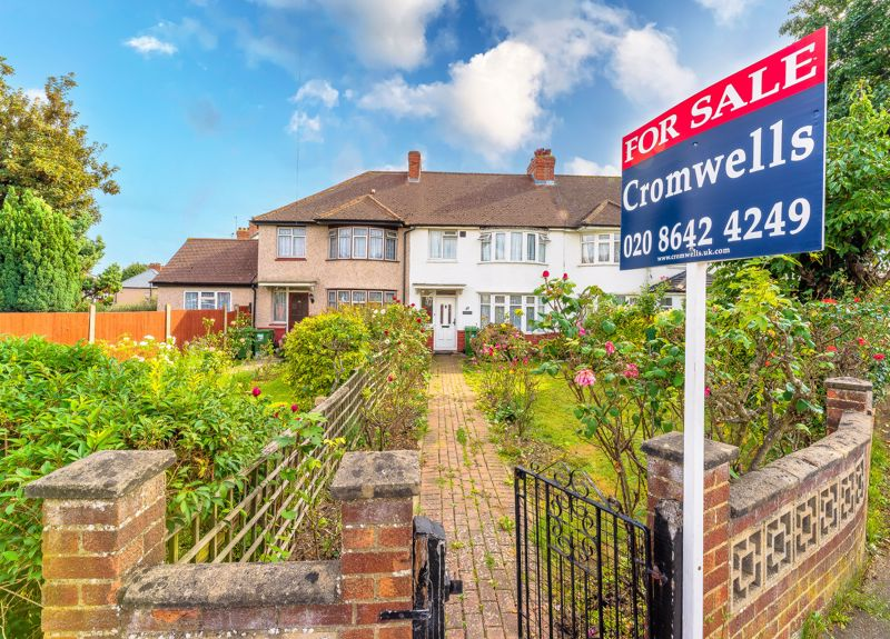 3 bedroom terraced house SSTC in Sutton - Photo 3.