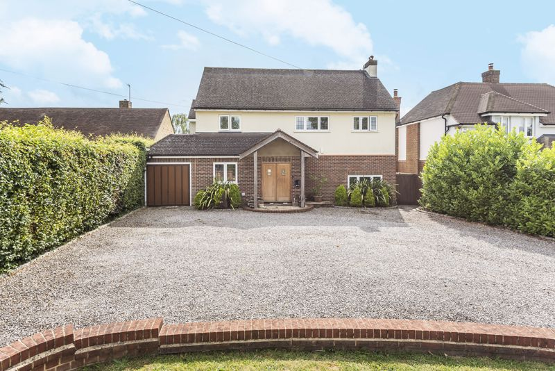 5 bedroom detached house Under Offer in Banstead - Photo 2.