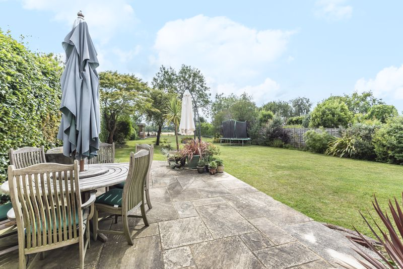 5 bedroom detached house Under Offer in Banstead - Photo 13.