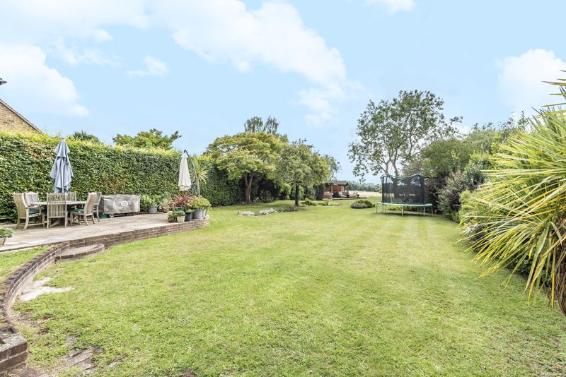 5 bedroom detached house For Sale in Banstead - Photo 22.
