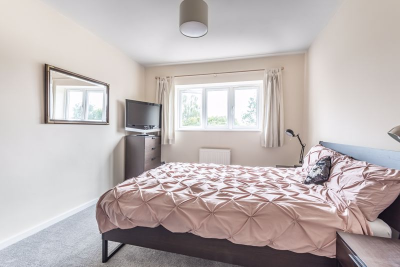 5 bedroom detached house For Sale in Banstead - Photo 9.