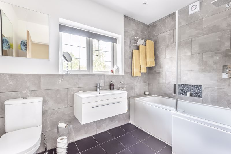 5 bedroom detached house For Sale in Banstead - Photo 12.