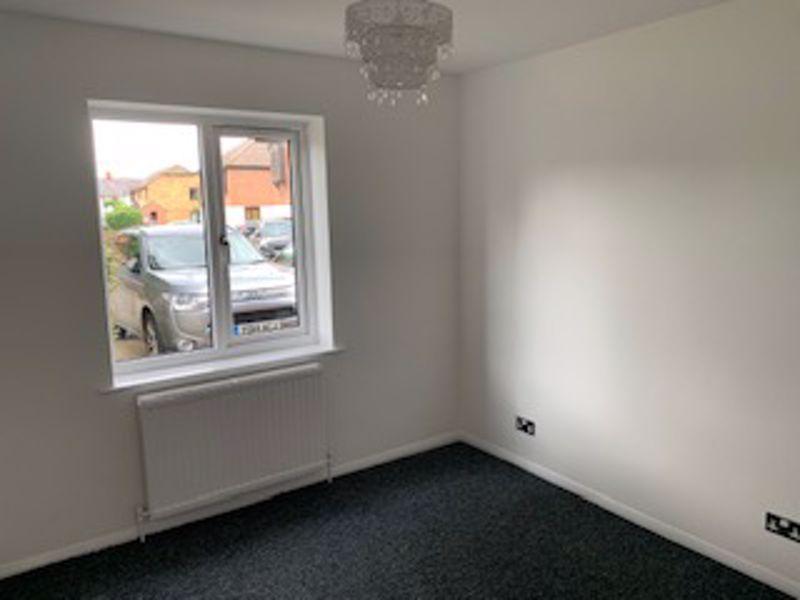 2 bedroom ground floor flat flat Let in Sutton - Photo 3.