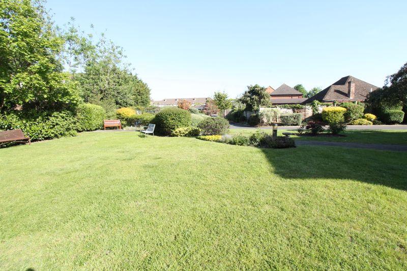 1 bedroom upper floor flat flat For Sale in Sutton - Photo 9.