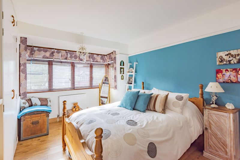 3 bedroom end terrace house For Sale in Sutton - Photo 9.