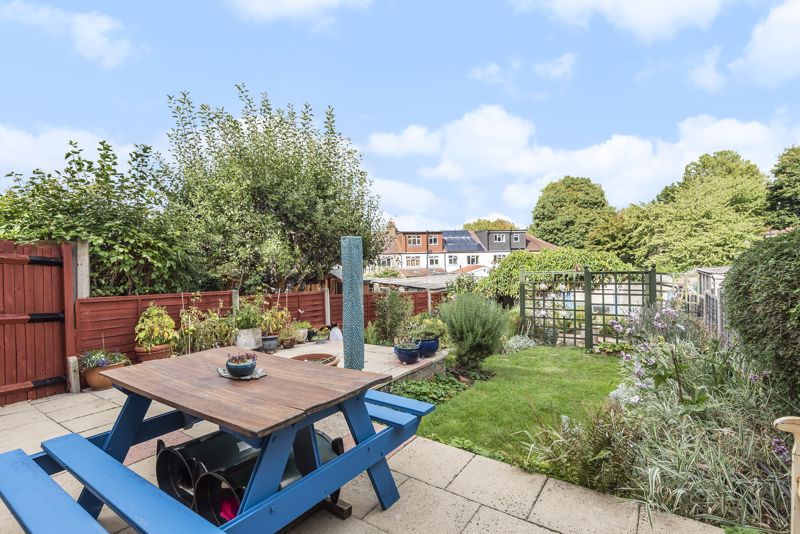 3 bedroom end terrace house For Sale in Sutton - Photo 14.