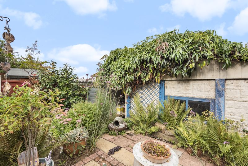 3 bedroom end terrace house For Sale in Sutton - Photo 16.