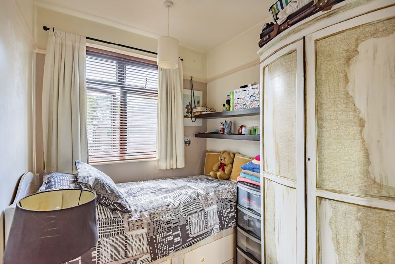 3 bedroom end terrace house For Sale in Sutton - Photo 11.