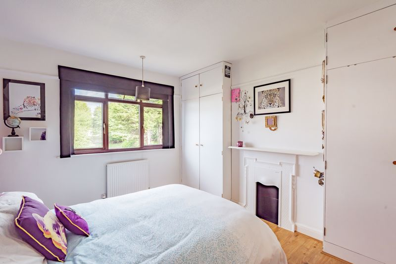 3 bedroom end terrace house For Sale in Sutton - Photo 8.