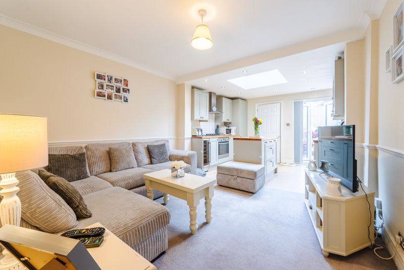 2 bedroom terraced house For Sale in Sutton - Photo 2.