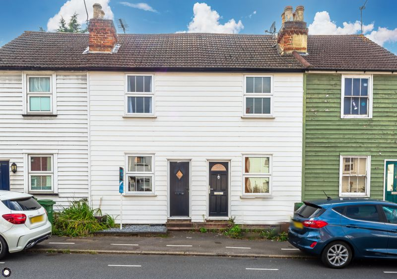 2 bedroom terraced house For Sale in Sutton - Photo 3.