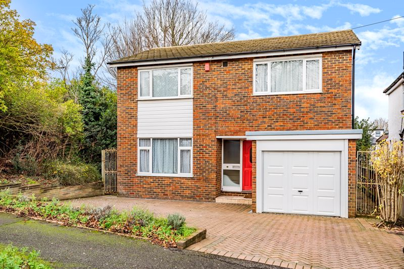 5 bedroom detached house For Sale in Sutton - Photo 1.