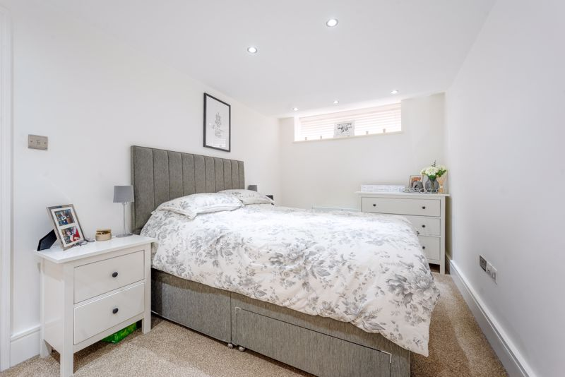 2 bedroom ground floor flat flat For Sale in Sutton - Photo 7.