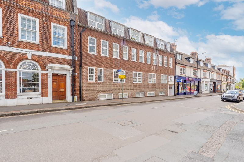 2 bedroom ground floor flat flat For Sale in Sutton - Photo 10.