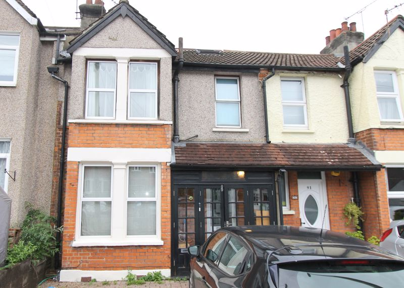 4 bedroom terraced house For Sale in Tadworth - Photo 9.