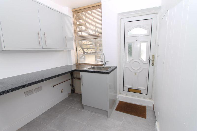 3 bedroom upper floor flat flat To Let in Worcester Park - Photo 3.