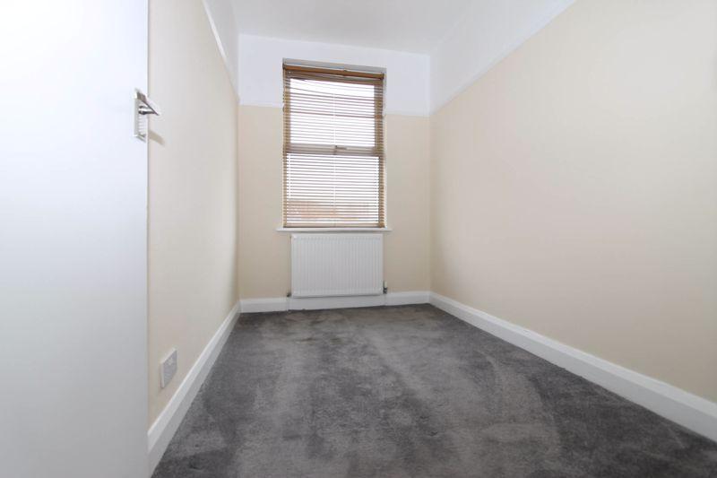 3 bedroom upper floor flat flat To Let in Worcester Park - Photo 6.