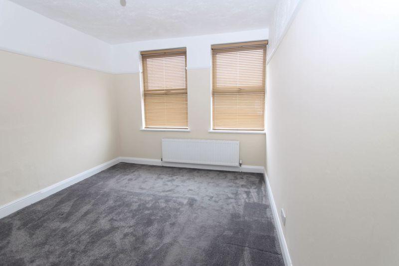 3 bedroom upper floor flat flat To Let in Worcester Park - Photo 8.