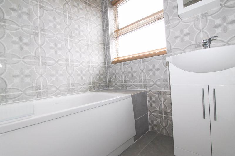 3 bedroom upper floor flat flat To Let in Worcester Park - Photo 10.