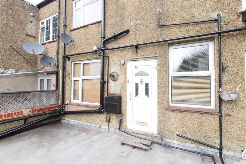 3 bedroom upper floor flat flat To Let in Worcester Park - Photo 12.
