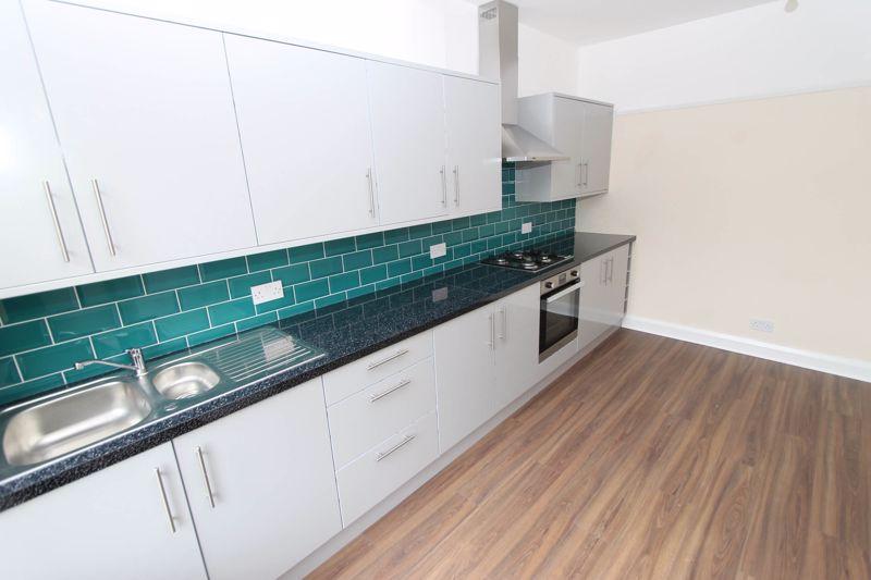 3 bedroom upper floor flat flat To Let in Worcester Park - Photo 1.