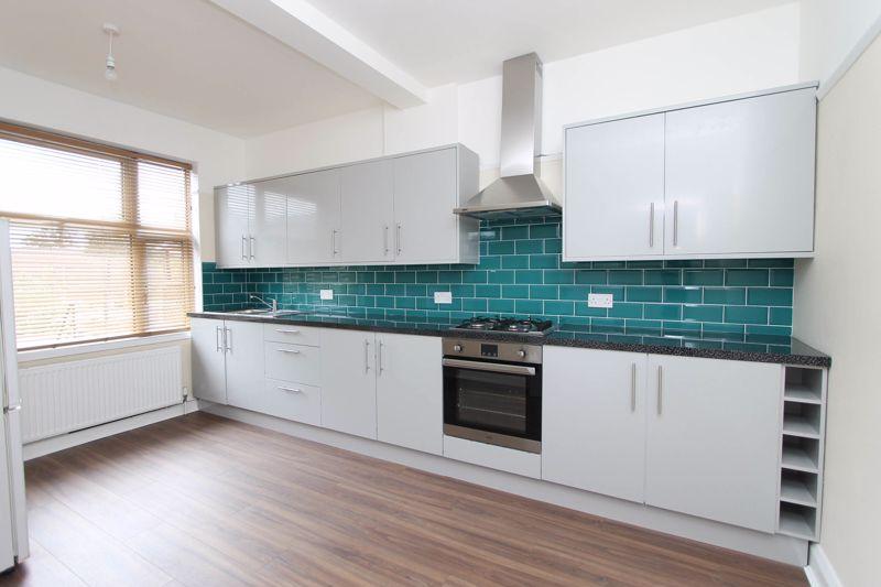 3 bedroom upper floor flat flat To Let in Worcester Park - Photo 2.