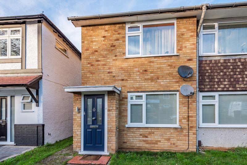 2 bedroom upper floor flat maisonette For Sale in Sutton - Photo 13.