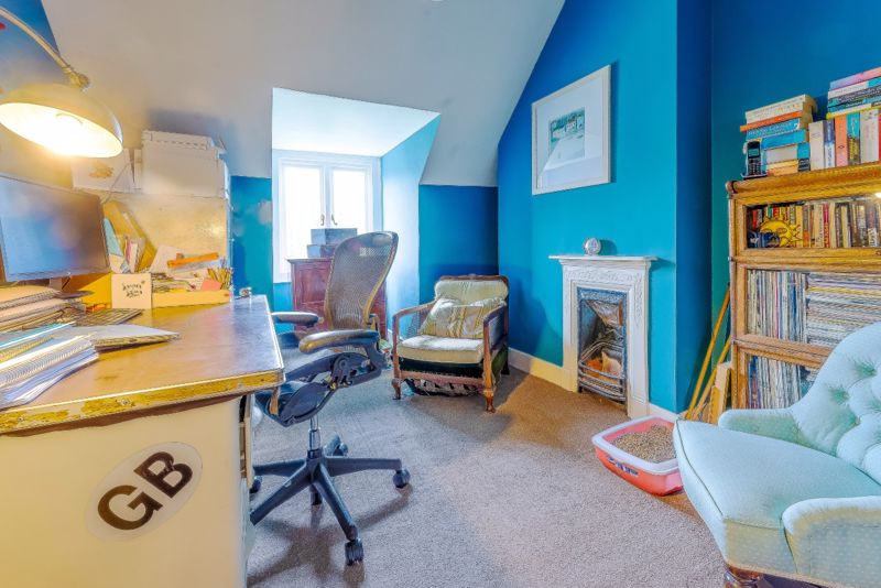 6 bedroom semi detached house SSTC in Sutton - Photo 30.