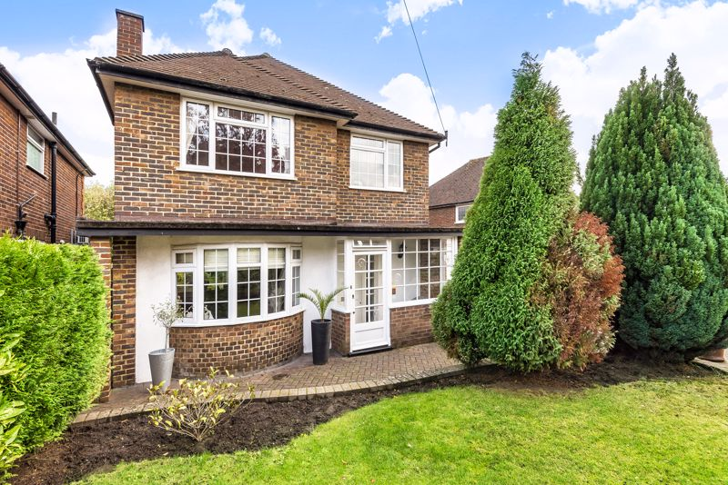 3 bedroom detached house For Sale in Epsom - Photo 21.