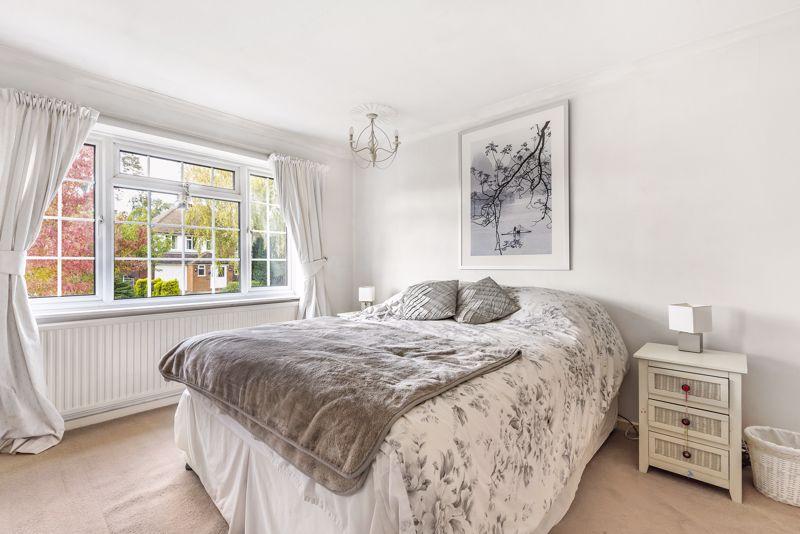 3 bedroom detached house Under Offer in Epsom - Photo 6.