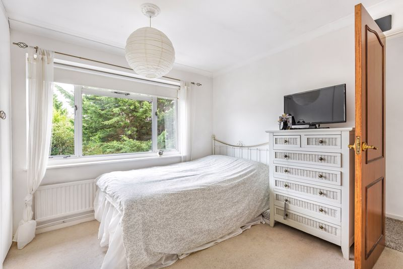 3 bedroom detached house Under Offer in Epsom - Photo 7.
