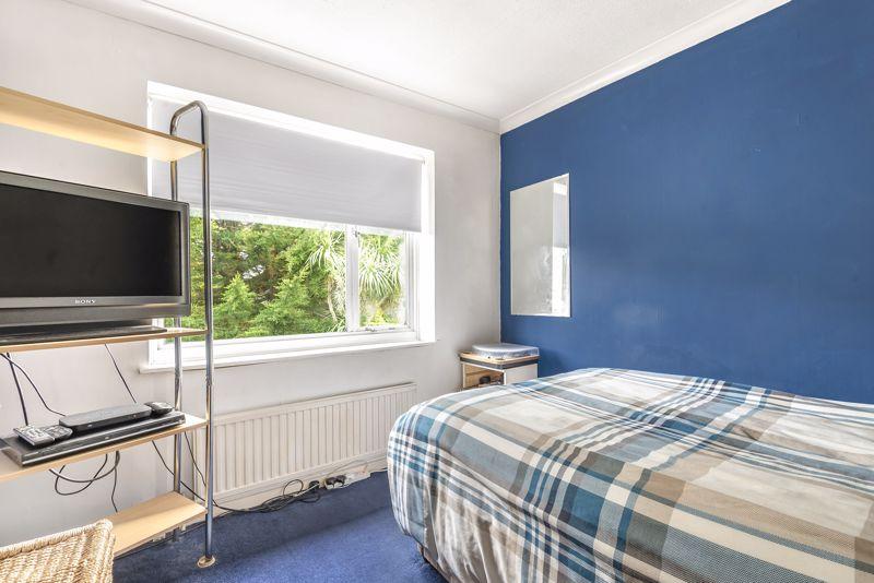 3 bedroom detached house Under Offer in Epsom - Photo 8.