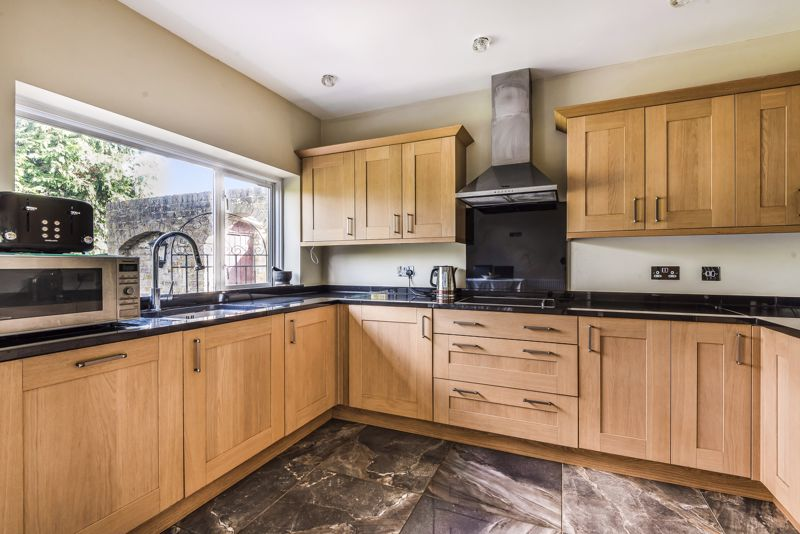 4 bedroom semi detached house SSTC in Sutton - Photo 9.