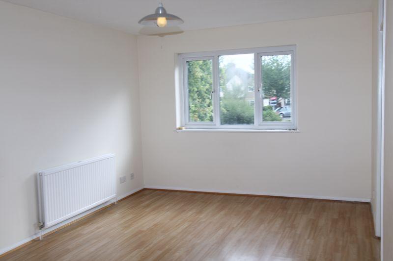 1 bedroom upper floor flat flat To Let in Sutton - Photo 3.