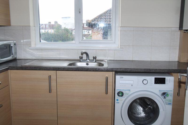 1 bedroom upper floor flat flat To Let in Sutton - Photo 6.