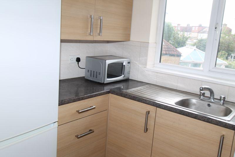 1 bedroom upper floor flat flat To Let in Sutton - Photo 7.