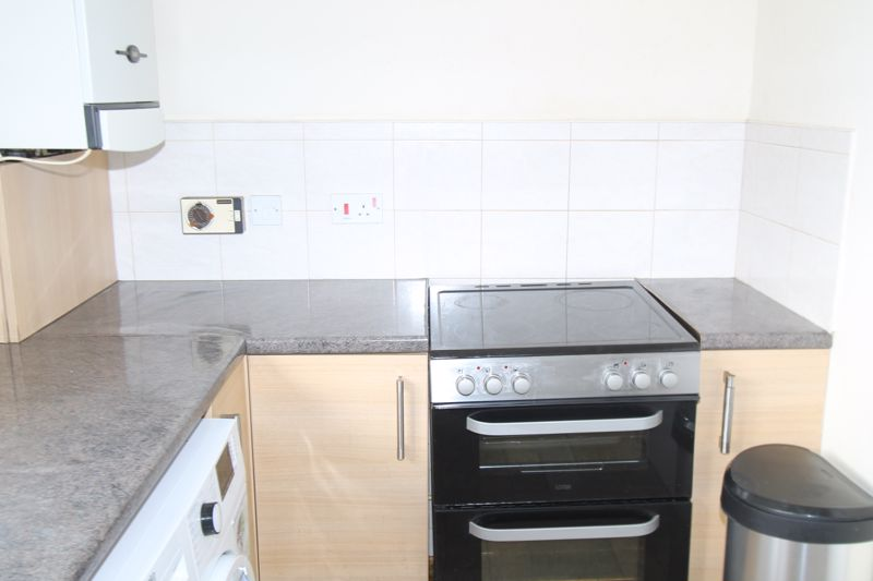 1 bedroom upper floor flat flat To Let in Sutton - Photo 8.