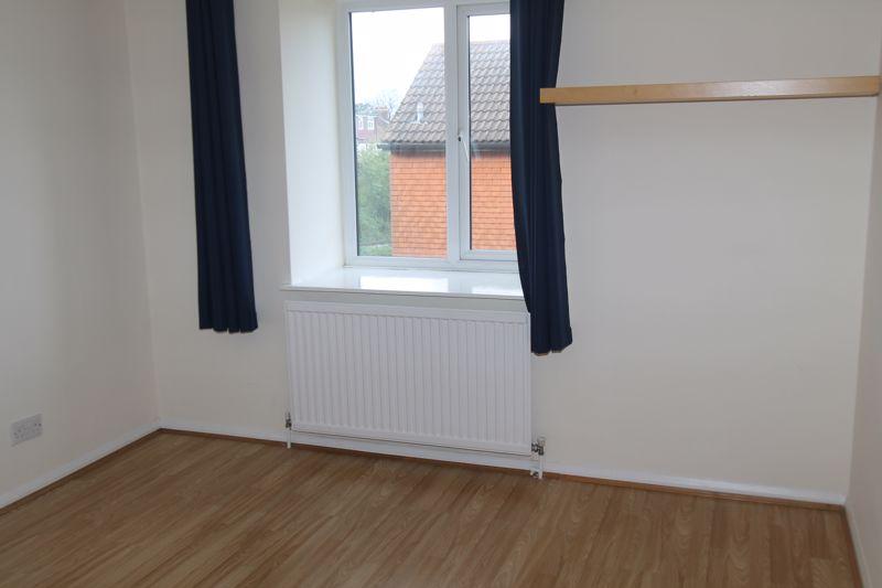1 bedroom upper floor flat flat To Let in Sutton - Photo 9.