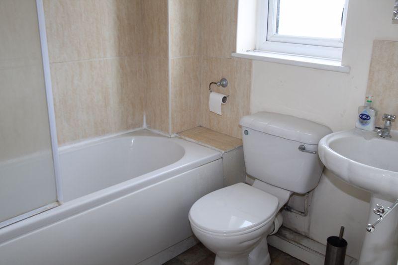 1 bedroom upper floor flat flat To Let in Sutton - Photo 11.