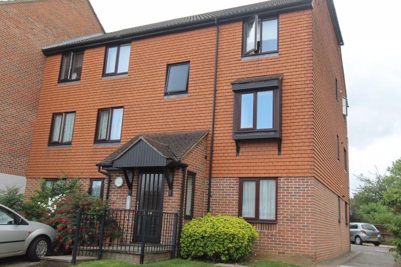 1 bedroom upper floor flat flat Let in Sutton - Photo 14.