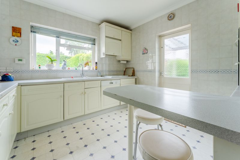 4 bedroom detached house Under Offer in Sutton - Photo 4.