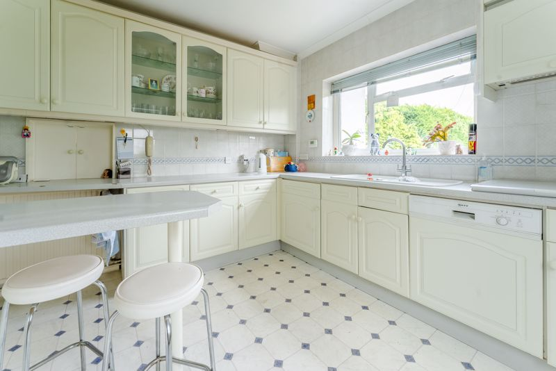 4 bedroom detached house Under Offer in Sutton - Photo 5.