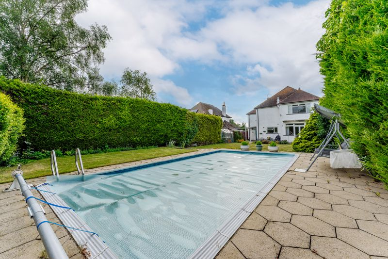 4 bedroom detached house Under Offer in Sutton - Photo 10.