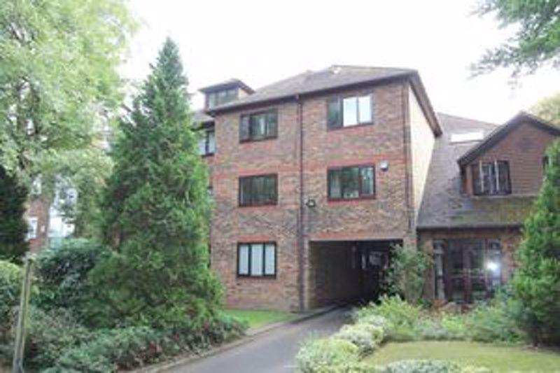1 bedroom upper floor flat flat For Sale in Sutton - Photo 8.