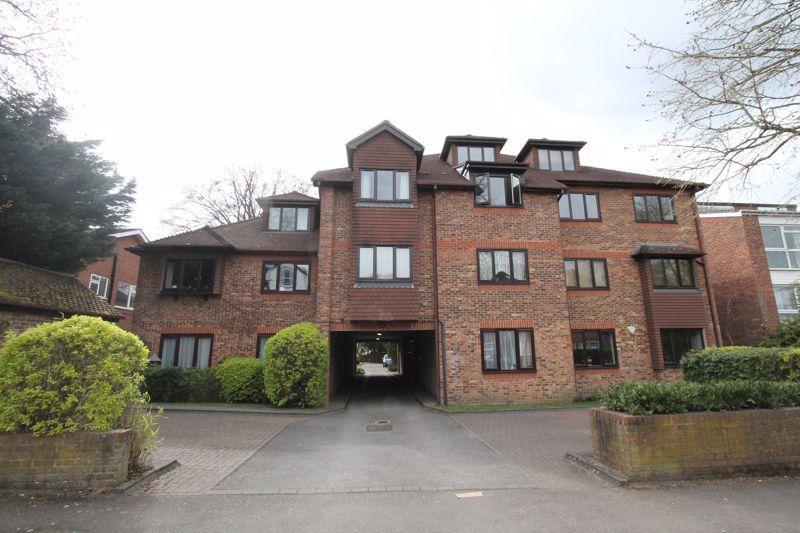 1 bedroom upper floor flat flat For Sale in Sutton - Photo 1.